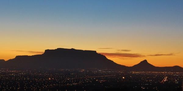 Zuid-Afrika tafelberg in de schemering
