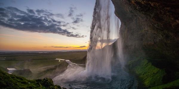 seljalandsfoss-waterval-ijsland