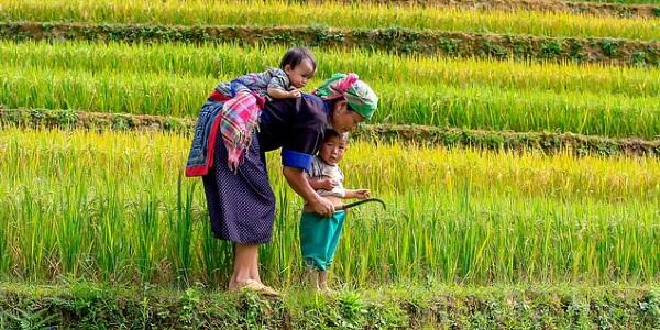 Vietnamese vrouw met kinderen